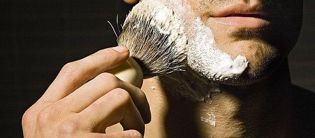 blaireau barbe le grand retour de l 39 accessoire des barbiers. Black Bedroom Furniture Sets. Home Design Ideas
